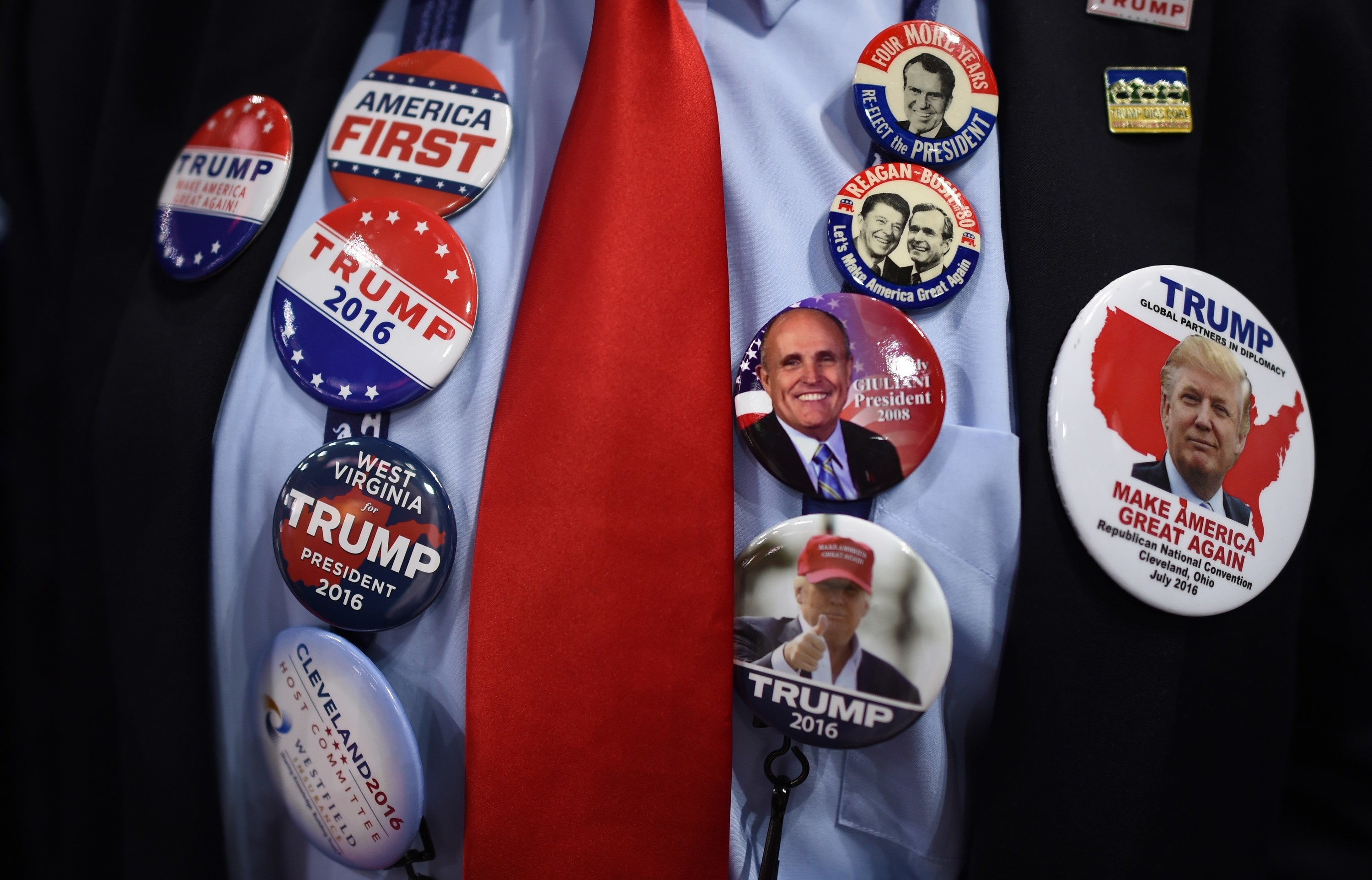 Buttons that say America First and Trump