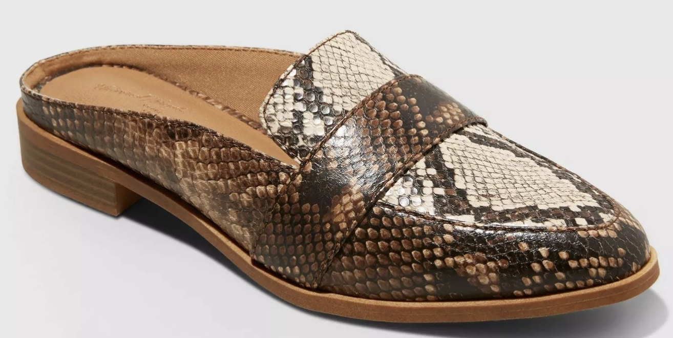 The shoe in taupe/snake print