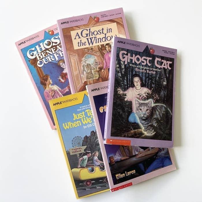 A set of five Apple Paperbacks.