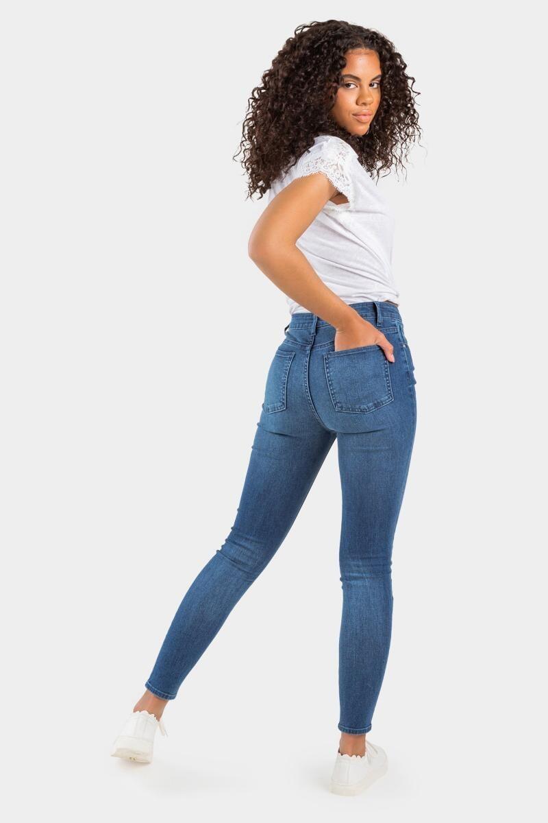 a model wearing medium wash skinny jeans