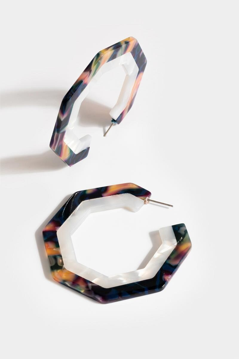 the hexagon-shaped resin earrings