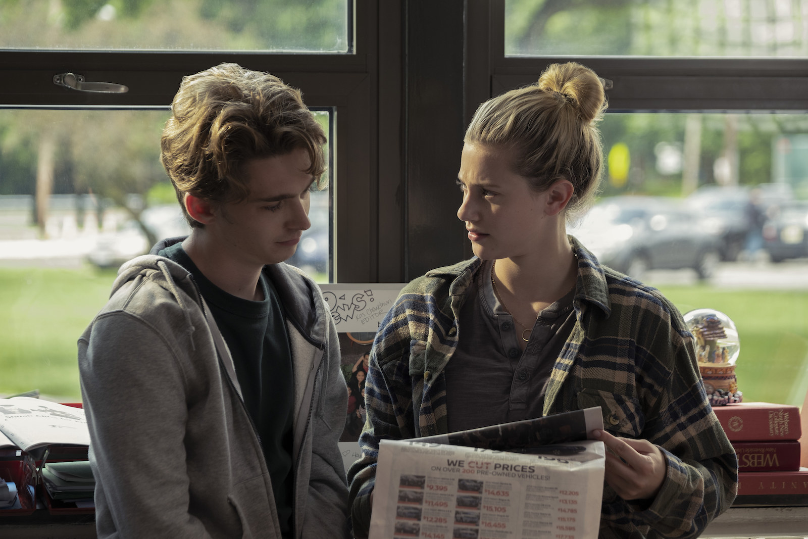 Lili Reinhart as Grace Town and Austin Abrams as Henry Page in CHEMICAL HEARTS