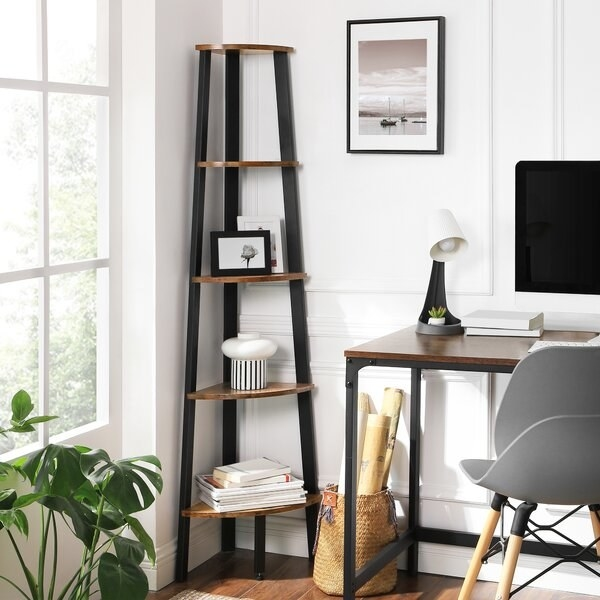 Five shelf triangular bookcase in black and natural wood