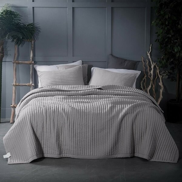 Thick gray ruffled blanket with matching pillows