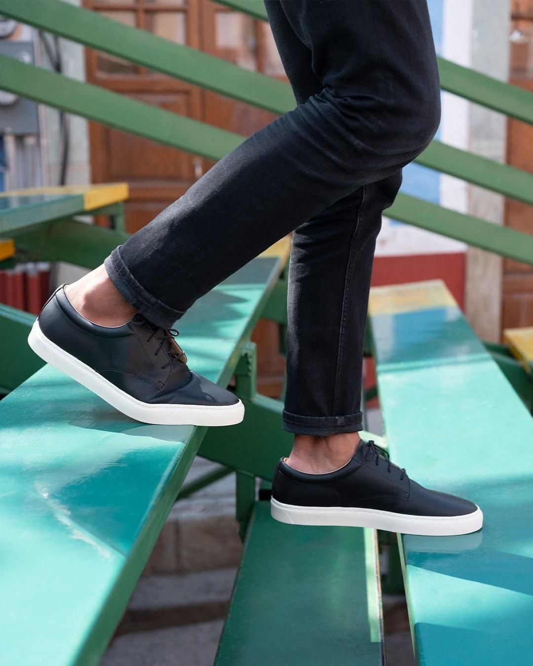 Nisolo's low top sneaker in black