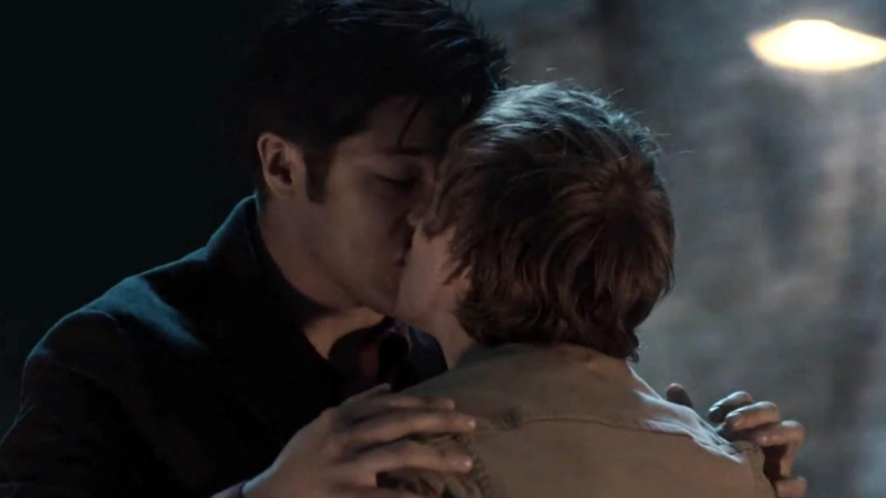 Alex kisses Zach