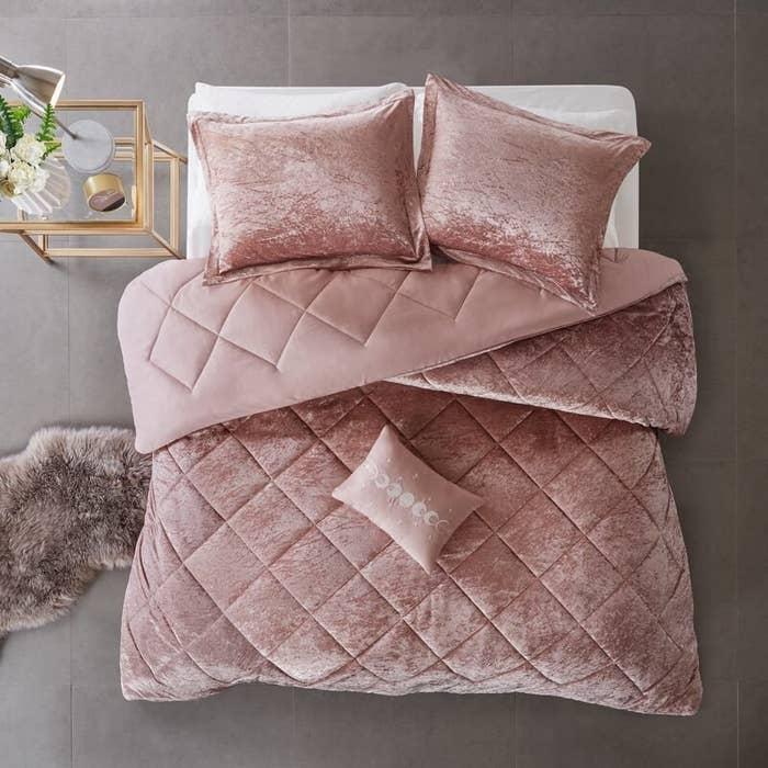 House of Hampton Nussbaum quilt set in blush pink