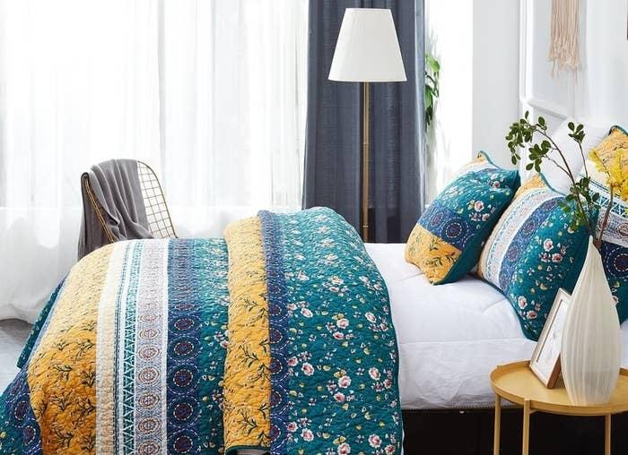 August Grove's Ritenour bohemian bed of wild garden reversible bedspread set