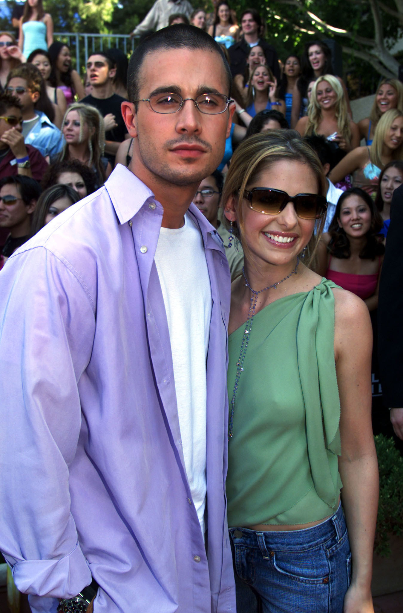 Freddie Prinze Jr. and Sarah Michelle Gellar on a red carpet in the early '00s