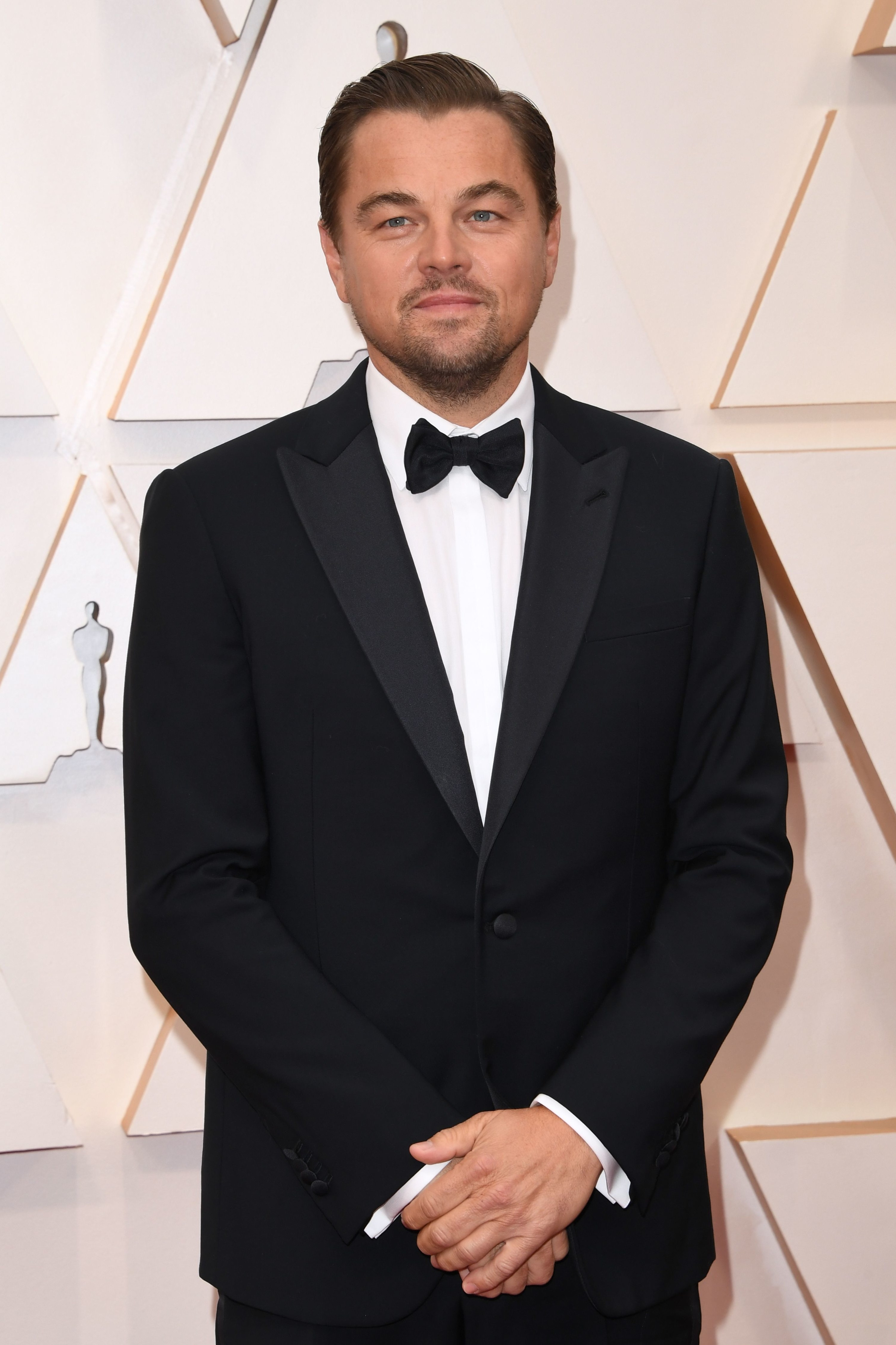 Leo in a tux on the 2020 Oscars red carpet.