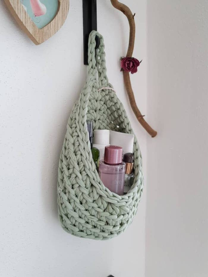 The knit hanging basket