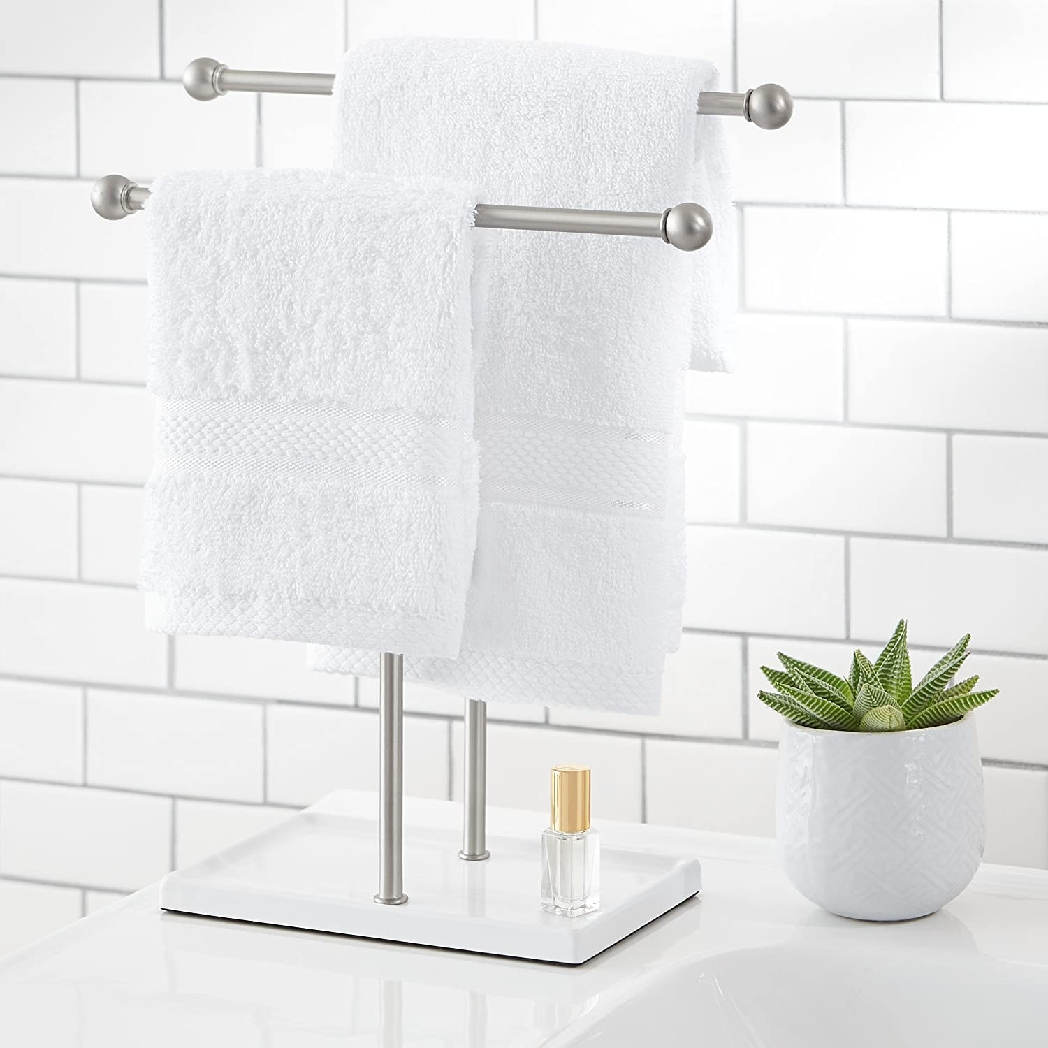 Small nickel double rod with a white base and two towels hanging from it
