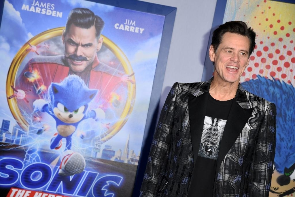Jim Carrey wearing a plain blazer and t-shirt at the premiere for Sonic the Hedgehog