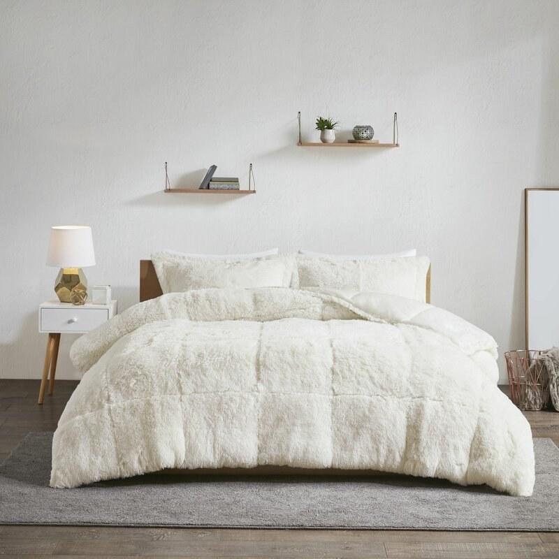 Rosdorf Park's shaggy comforter with a box stitching