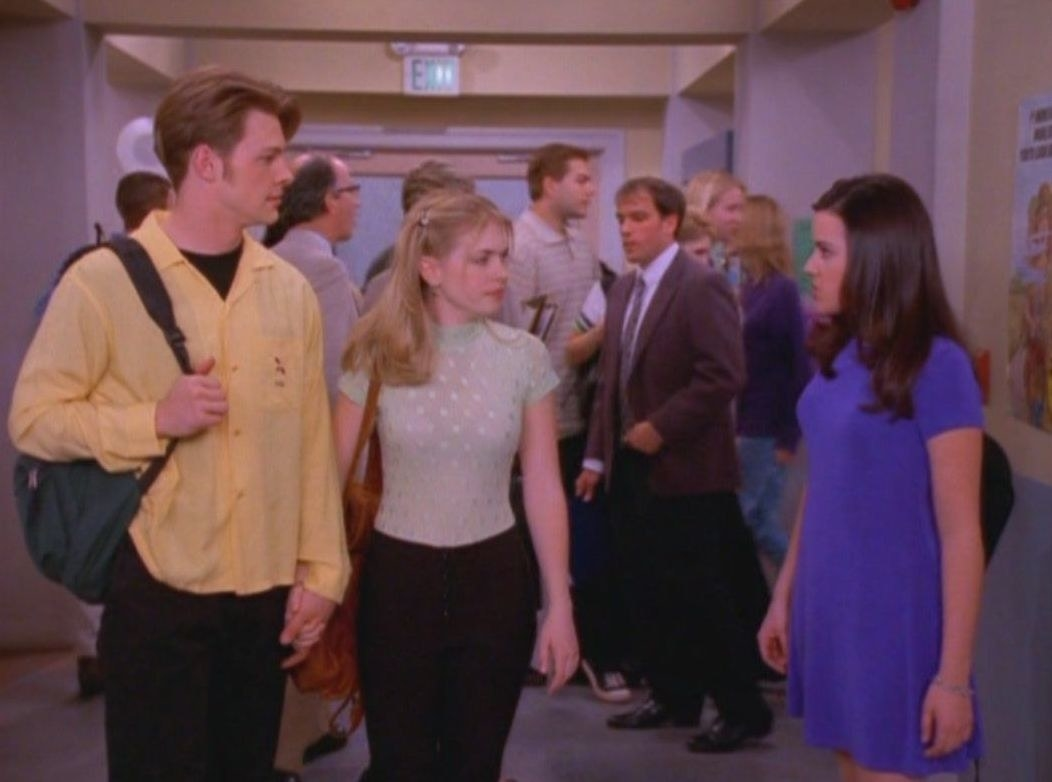 """Harvey, Sabrina, and Libby talk in the hallway in """"Sabrina the Teenage Witch."""""""