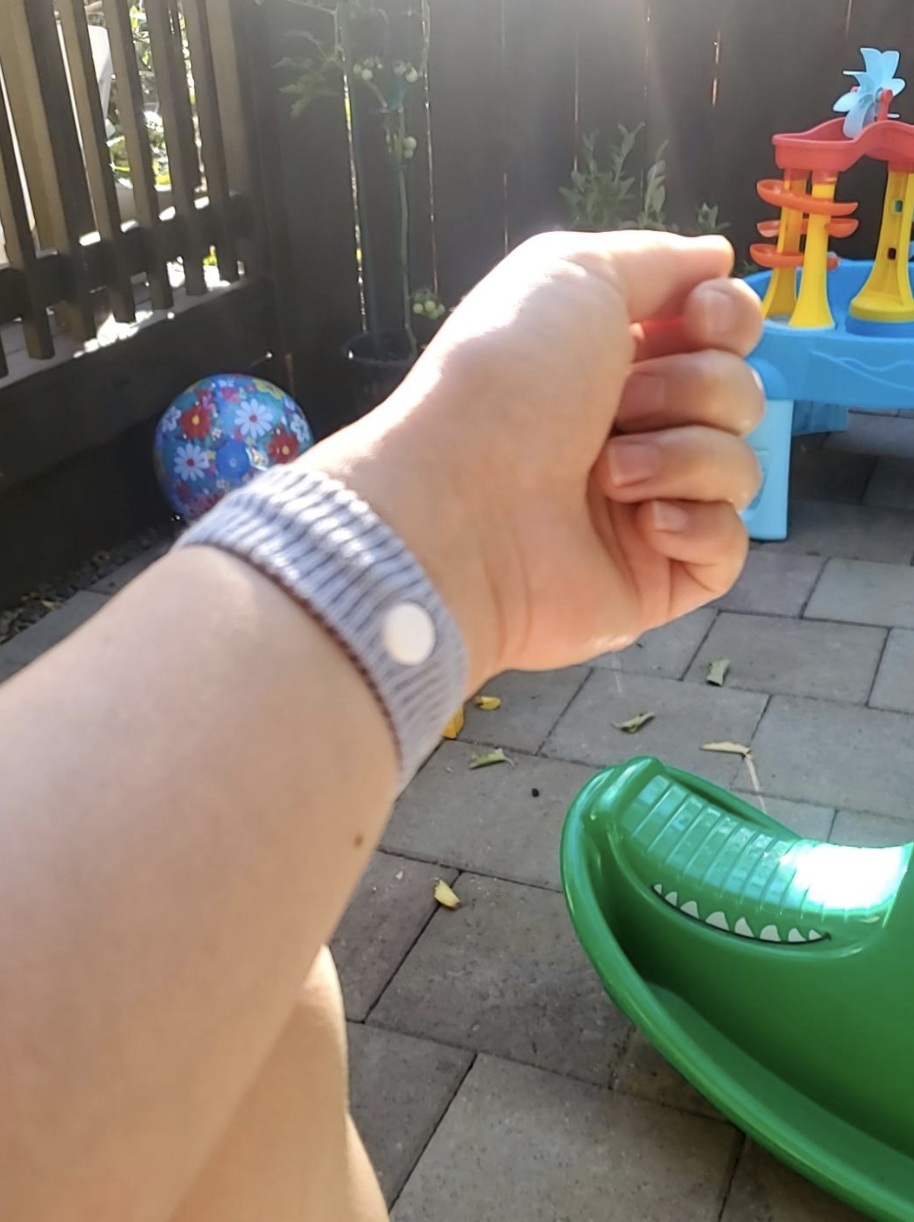 Reviewer with gray band on their wrist