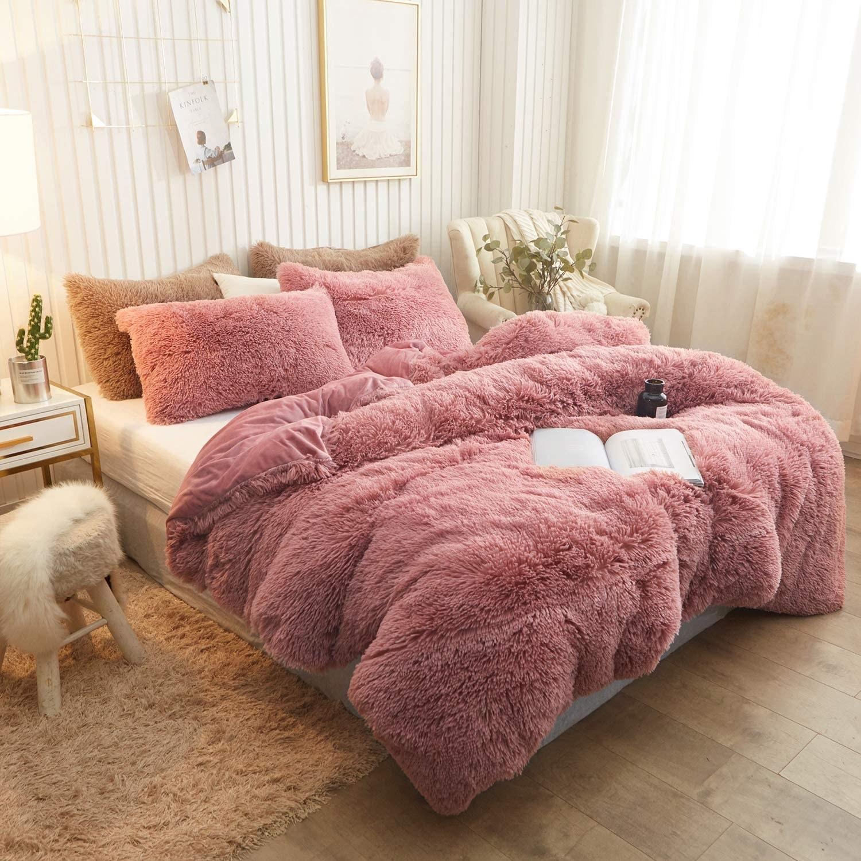 Fuzzy bedding sewn onto velvet back