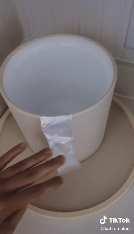 Hotel ice bucket