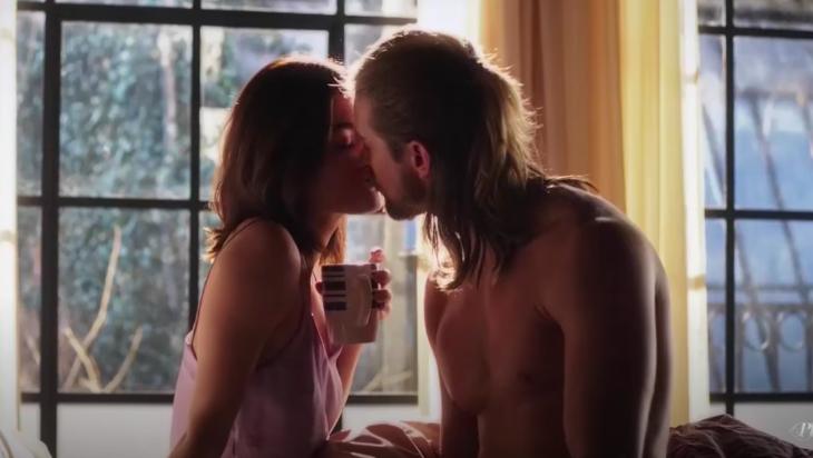 Aria and Jason kiss in Season 7