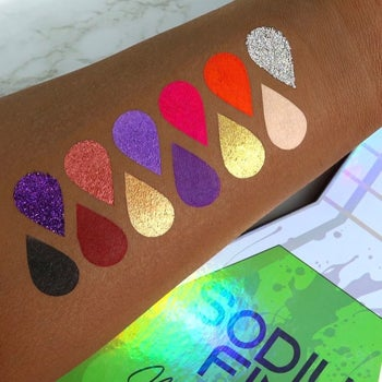 teardrop-shaped swatches of all 12 shades in the eyeshadow palette