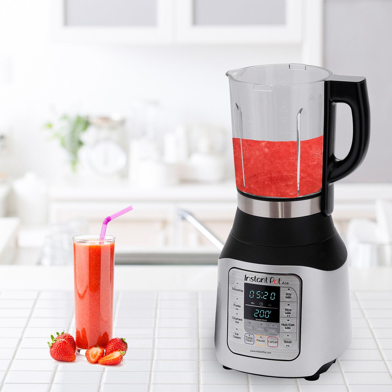 instant pot blender making a smoothie