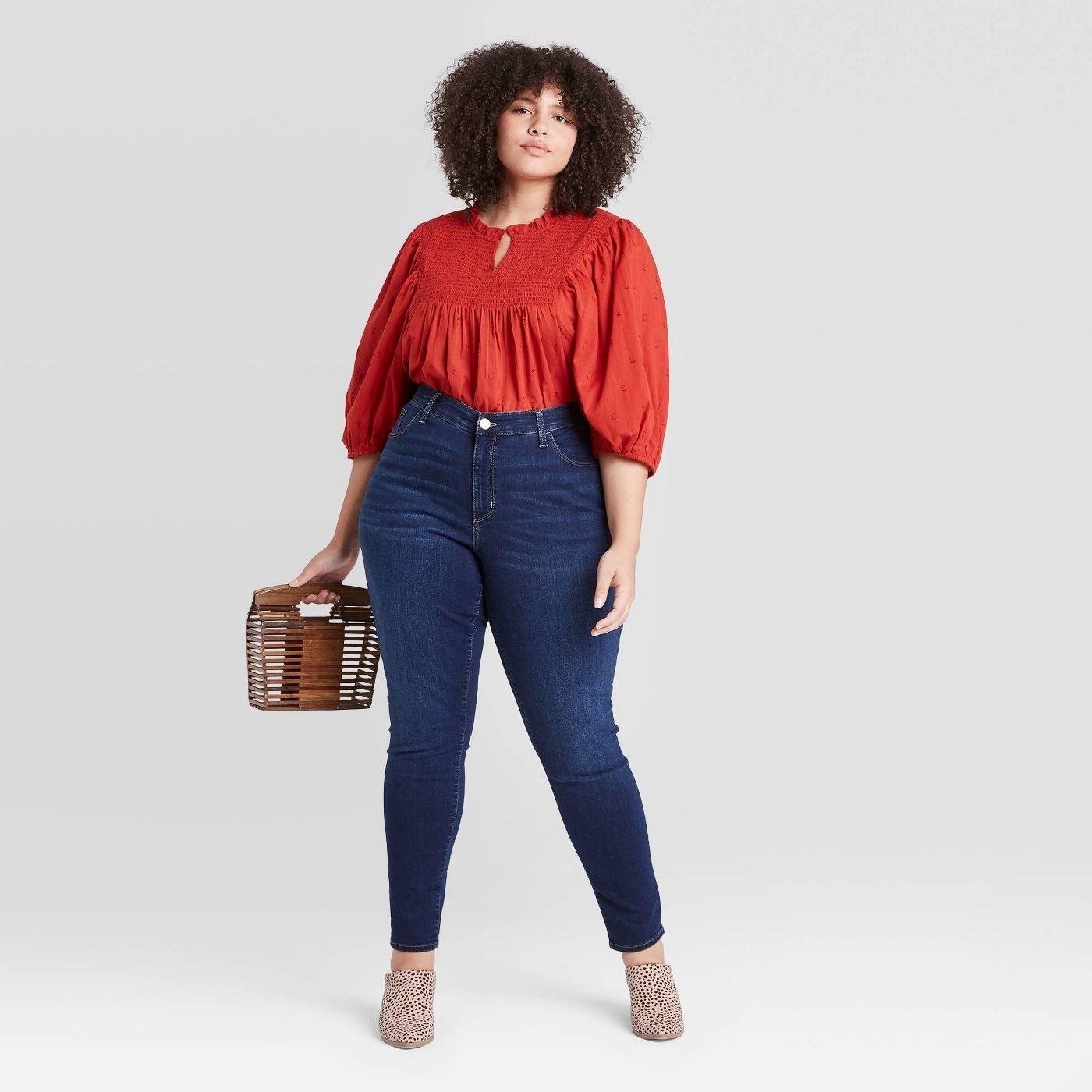 Model wearing dark skinny jeans