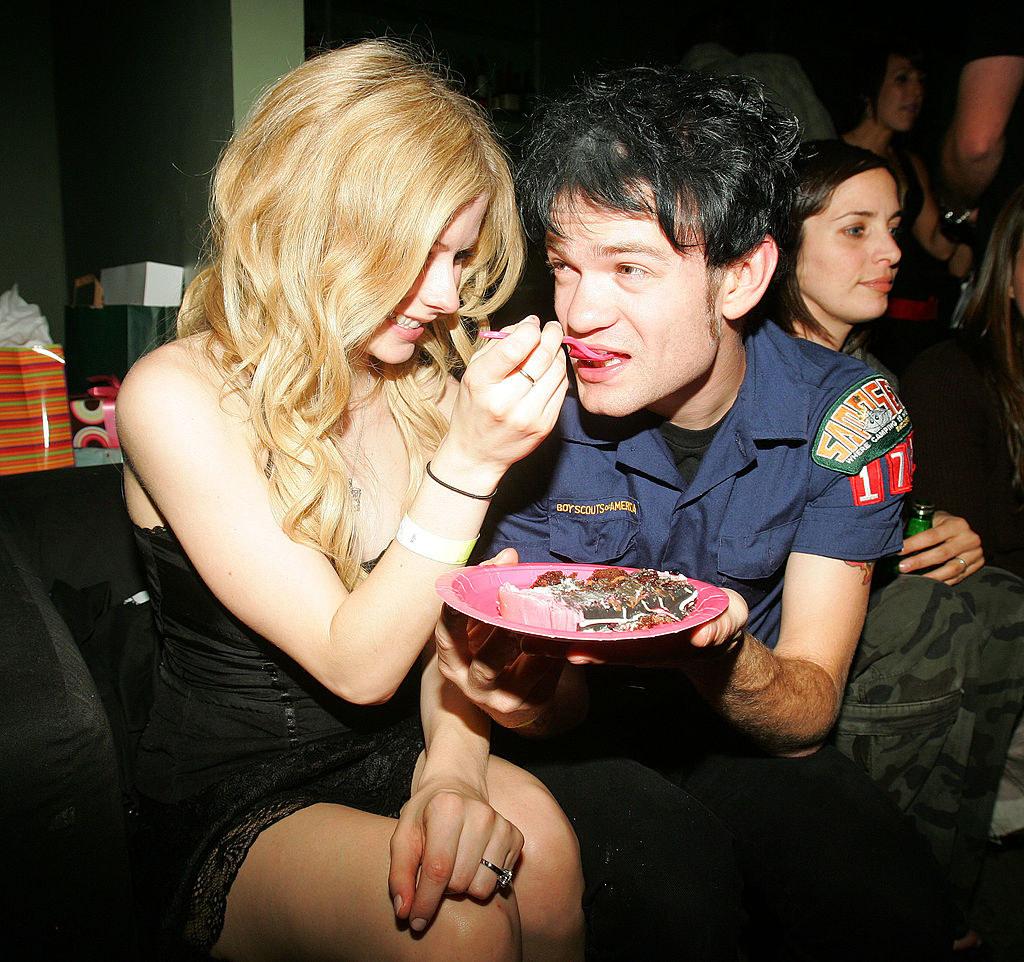 Avril Lavigne feeding Deryck Whibley cake