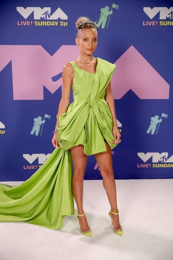 Nicole Richie wore a mini-dress with a flowing tail to the VMAs