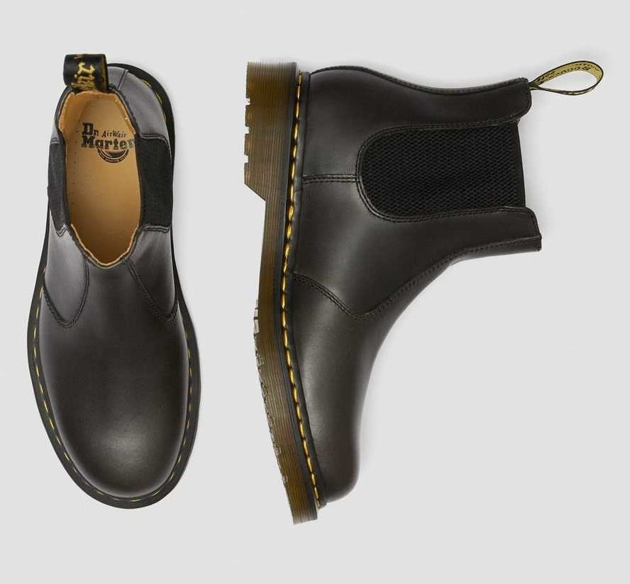 the black chelsea boots