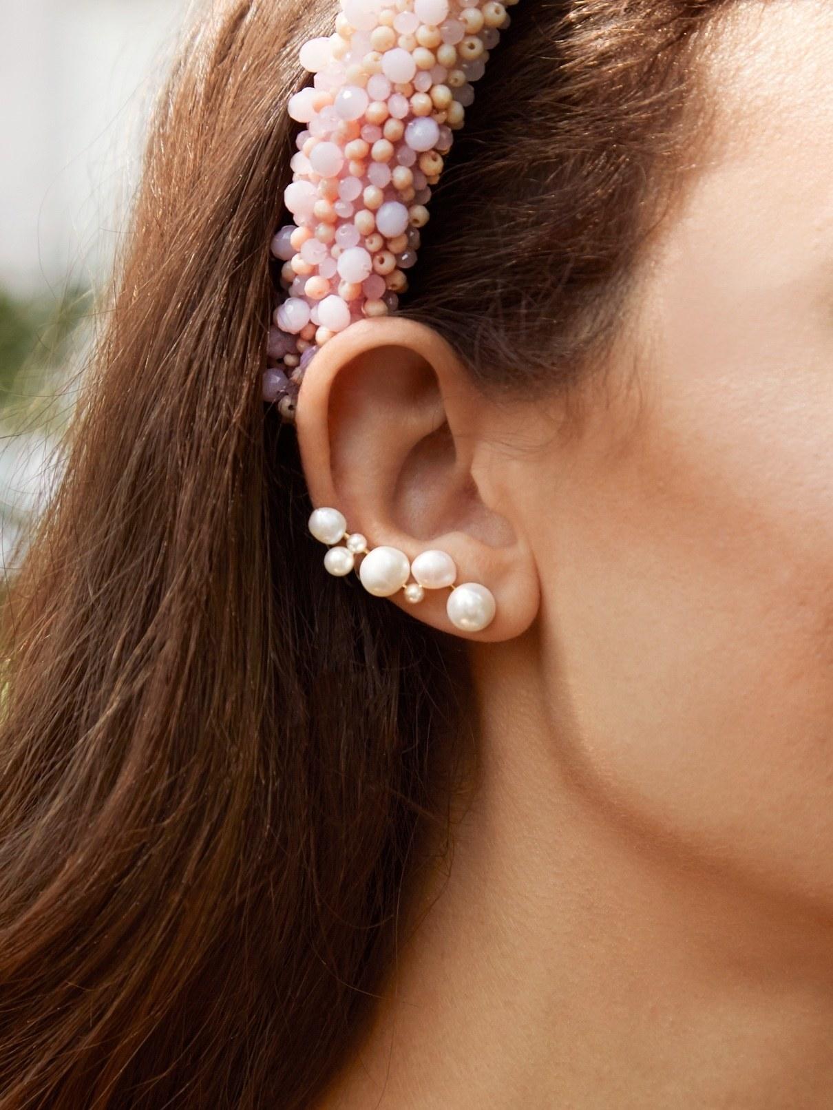 bubble-like pearl ear crawler