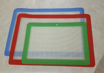 reviewer image of three mats, one lined in blue, another in red, and another in green