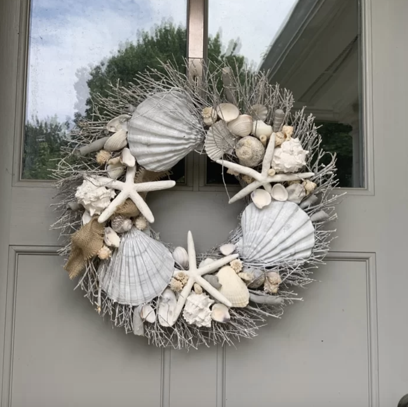 The seashell reef on a door