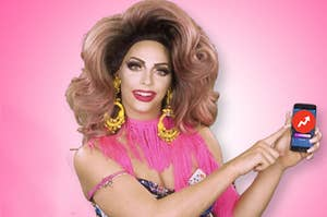 Alyssa Edwards pointing to a BuzzFeed logo