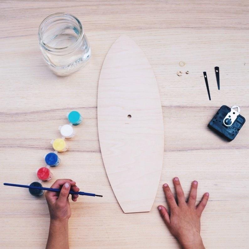 A model paints The DIY surfboard clock kit