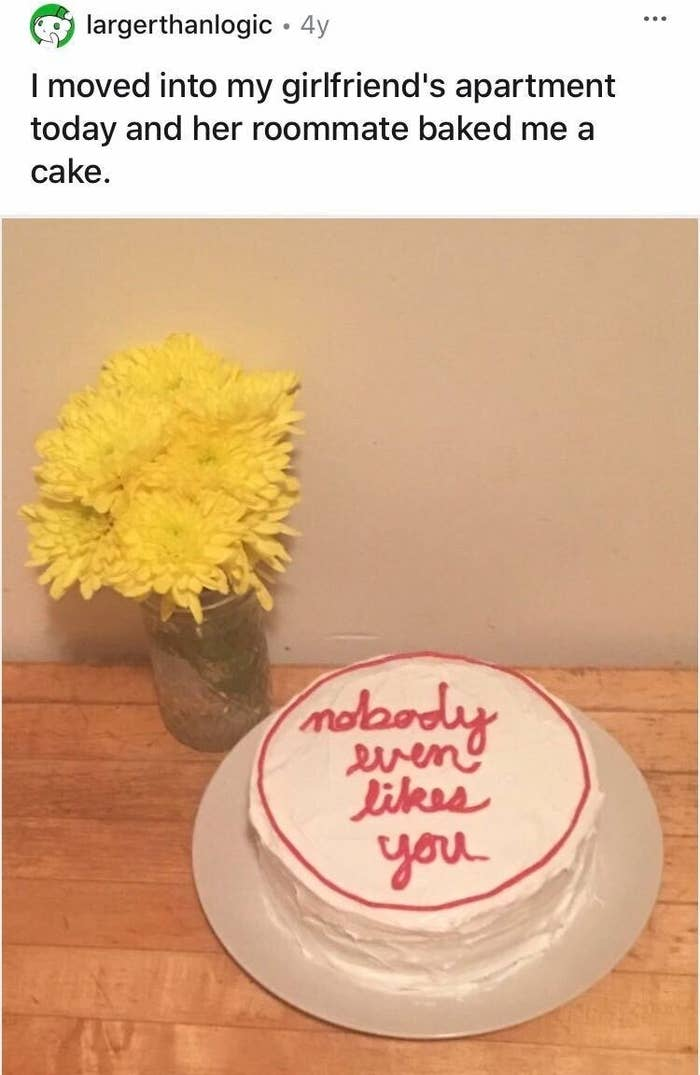"A cake gifted from a person to their roommate's boyfriend that says ""Nobody even likes you"""