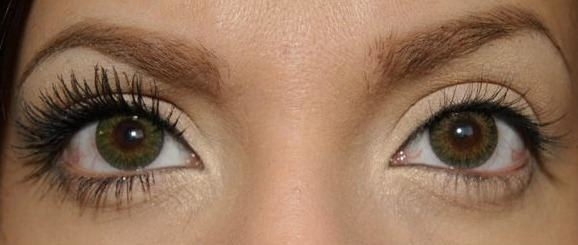 reviewer wearing the mascara on one eye while the other eye is bare, showing the comparison; the lashes with mascara look long, thick, dark and voluminous