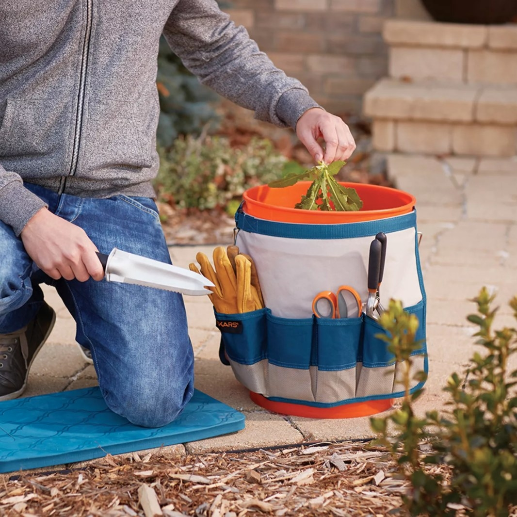 The bucket caddy with bordering pockets