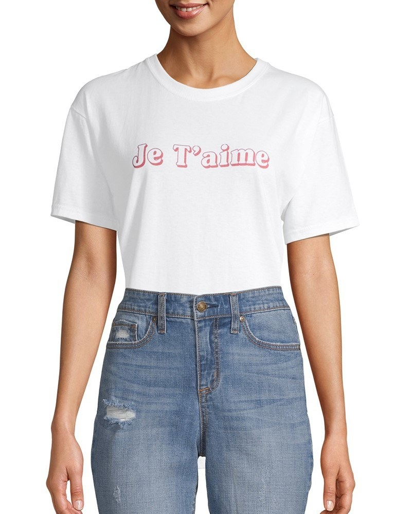 a white t-shirt with the words je t' aime in pink outlined letters