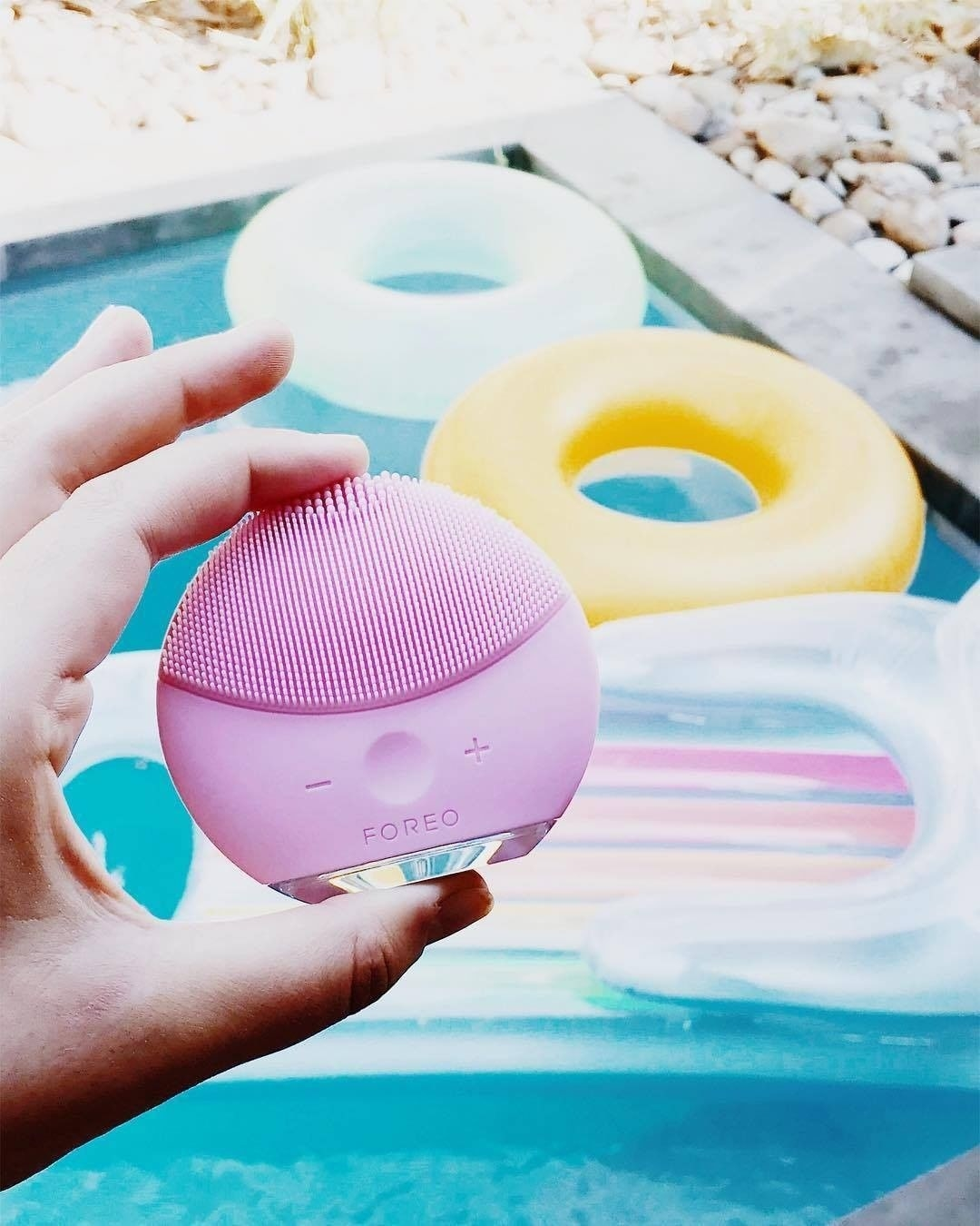 The vibrating face cleansing tool