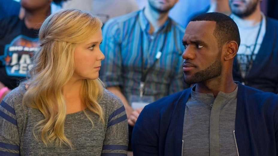 Lebron James looking at Amy Schumer in Trainwreck