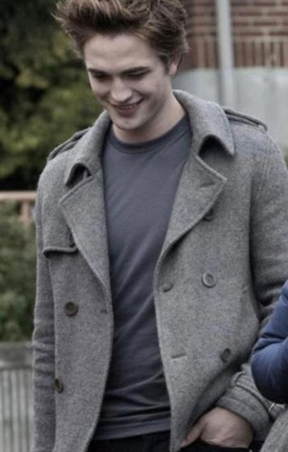 Robert Pattinson as Edward Cullen in Twilight, wearing a t-shirt and pea coat