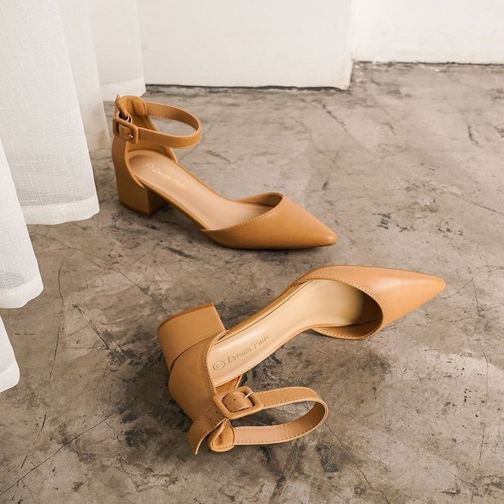 The low-heeled faux leather pumps in tan