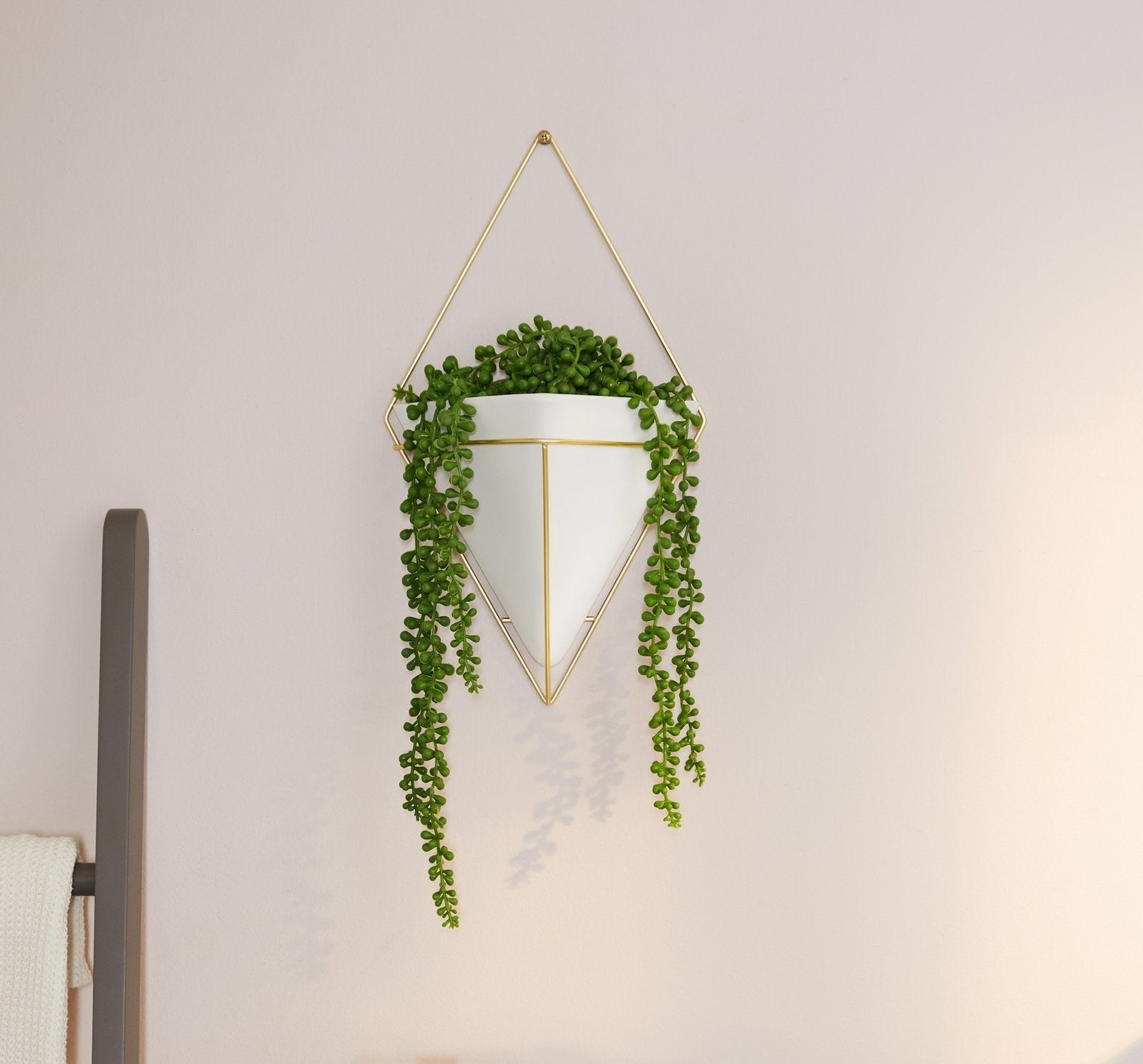 The white and gold diamond wall planter