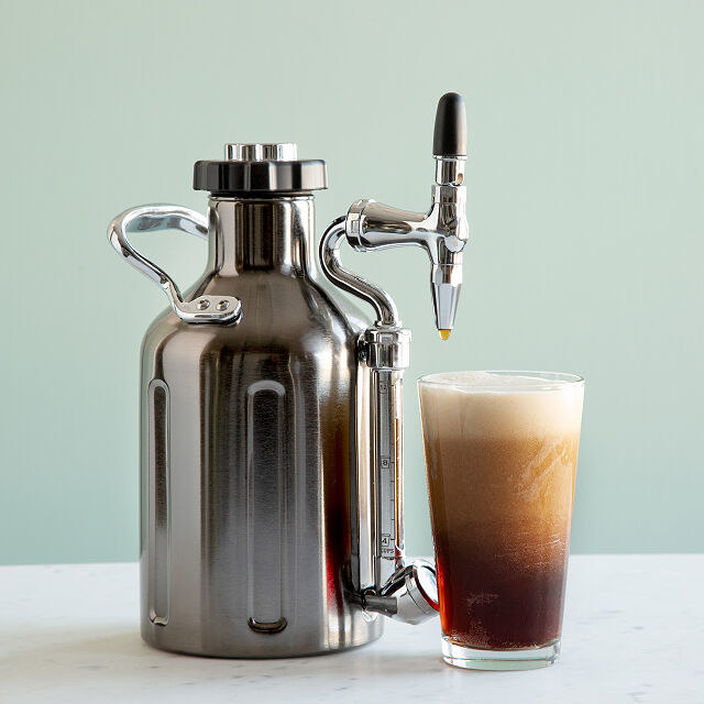 Stainless steel cold brew maker with curved spout