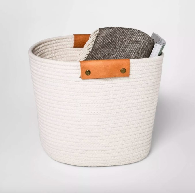 The beige rope basket with leather handles