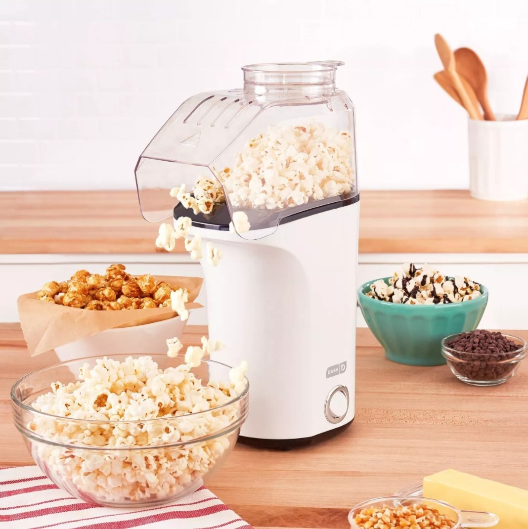The popcorn maker being used to make kettle corn and popcorn with buttle