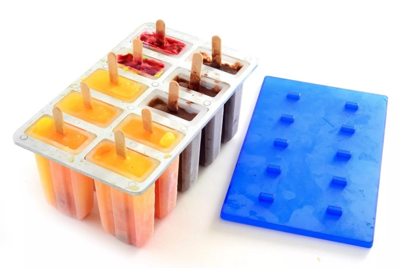 The popsicle maker with a blue removable lid