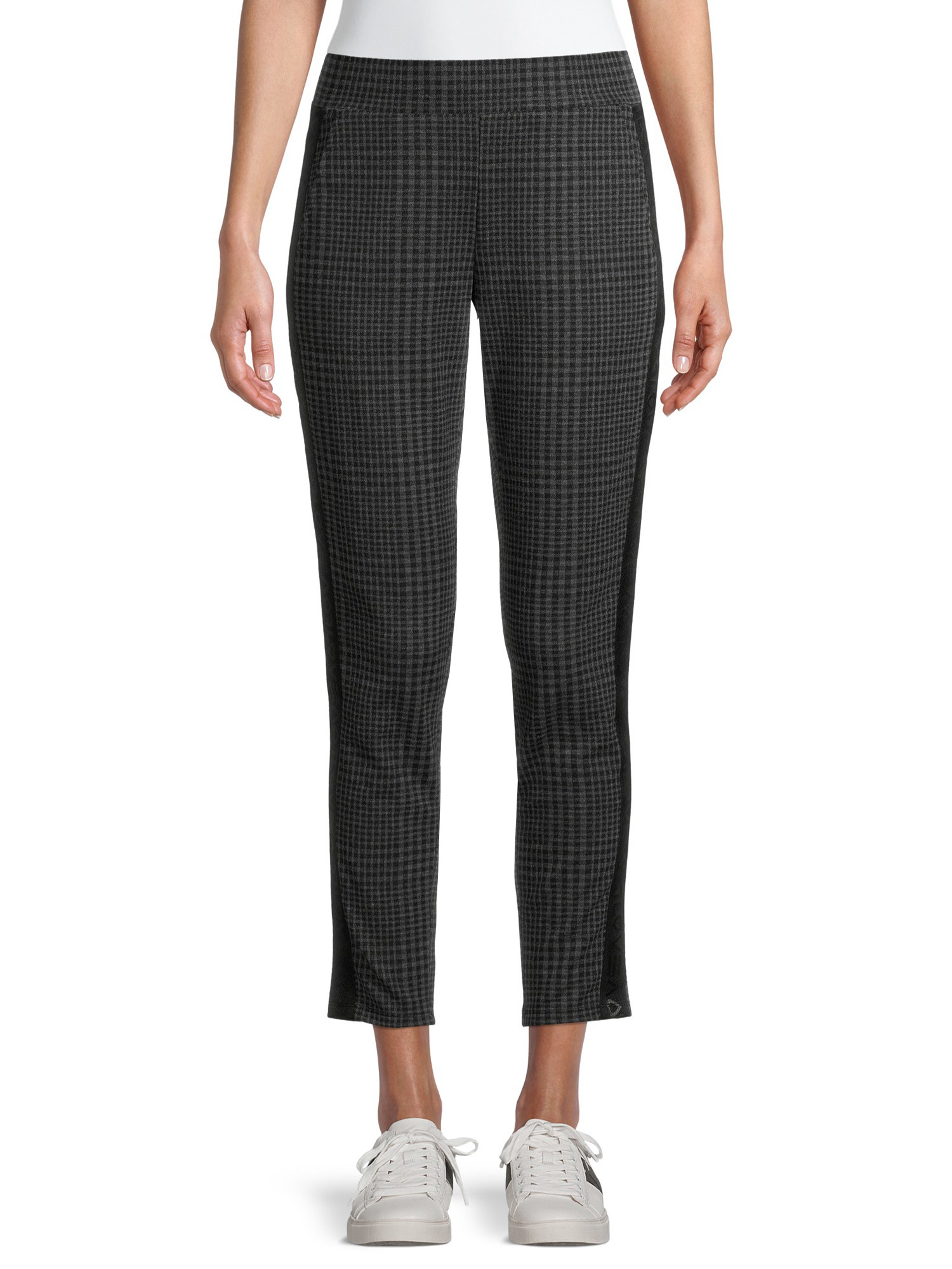 Model wears knit jogger pants