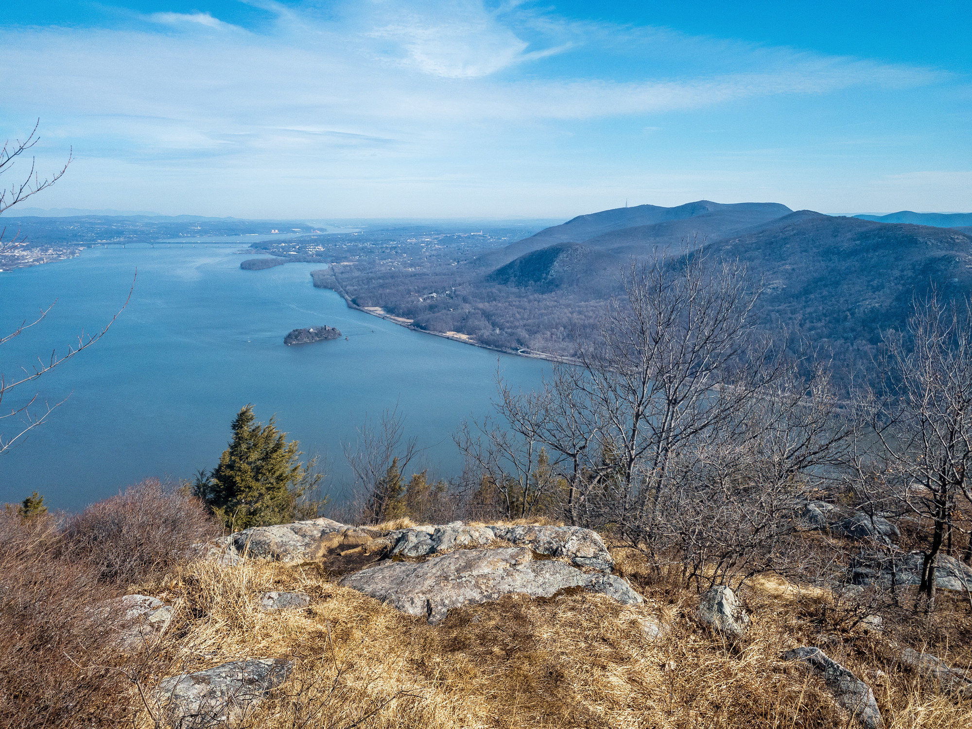 Looking at the Hudson River valley from the rocky top of Storm King Mountain. Mount Beacon and breakneck ridge are across the water.