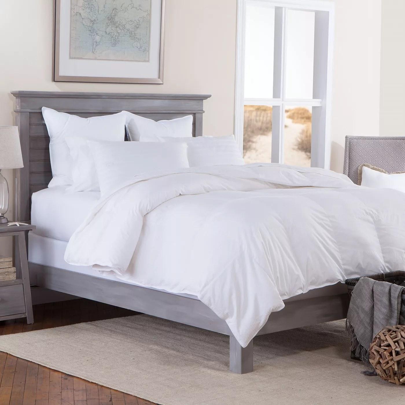 A white comforter